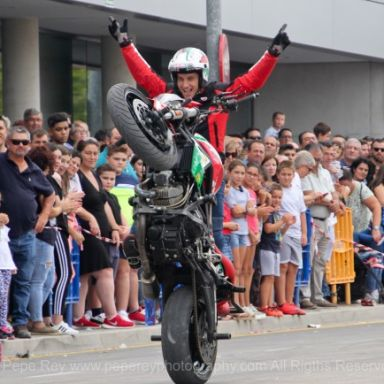emilio zamora ducati stunt team espectaculo motos y coches