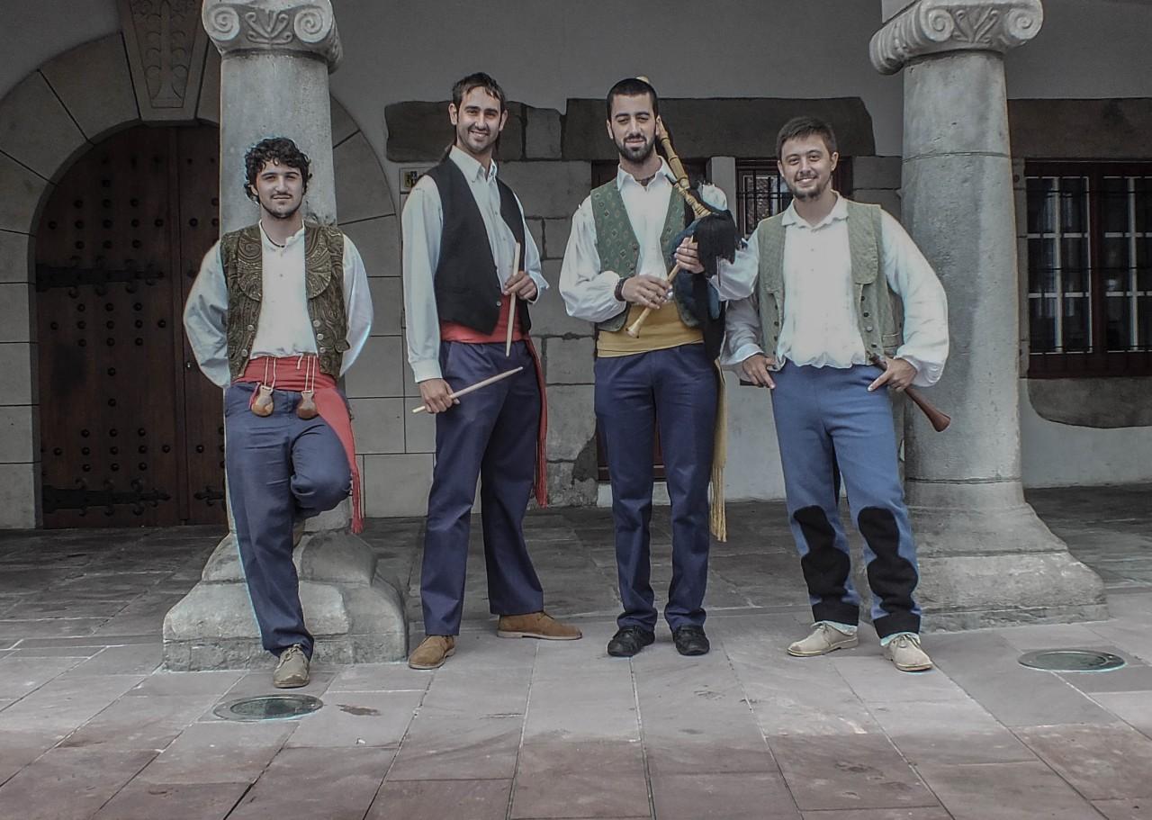 mariu y javichu gaiteros de Cantabria