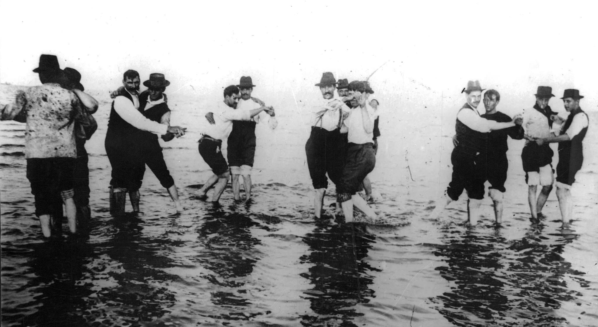 El tango en el sxix bailado entre hombres