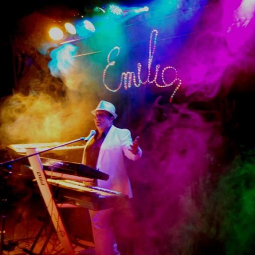 EMILIO y sus teclados orquesta