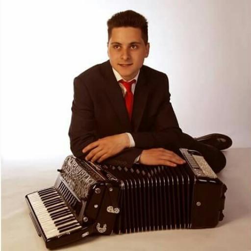 Adry Fdez y su acordeon