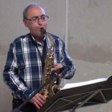 TONI CORTES, MUSICO SOLISTA SAXOFONISTA