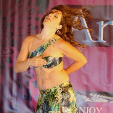 María Danza Oriental